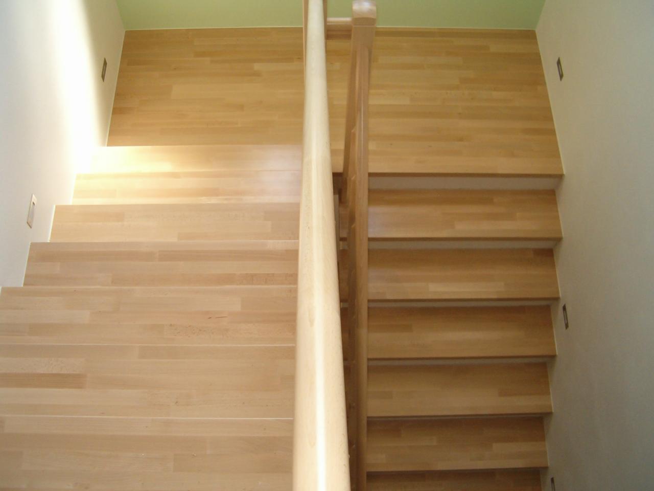 Dřevěné obložení schodů cena